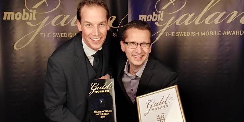 Cyberphoto with the award. (Source: cyberphoto.se)