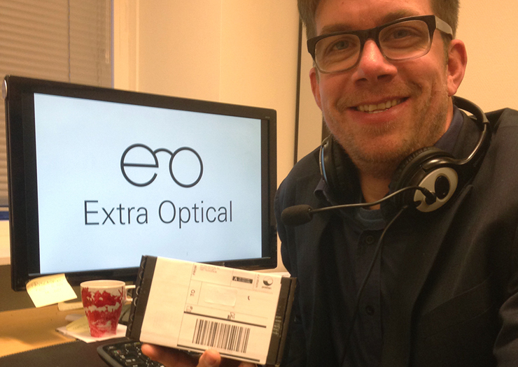Extra Optical's CEO, Øystein Sandø, with a small parcel containing a RFID label.