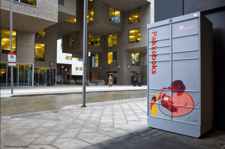 A 'Pakkeboks' locker in Oslo, Norway.